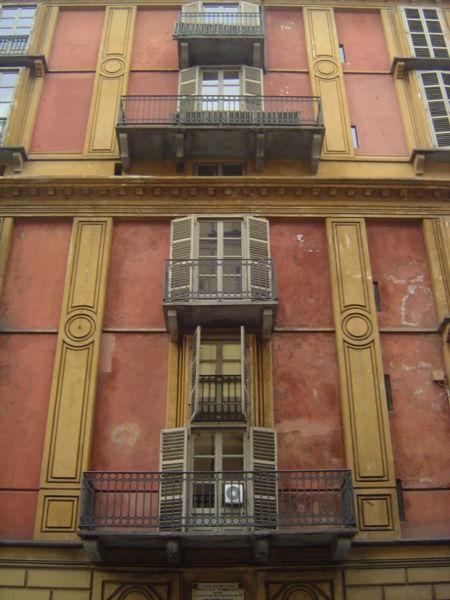 450px-torino_fetta_di_polenta_facciata_da_via_barolo
